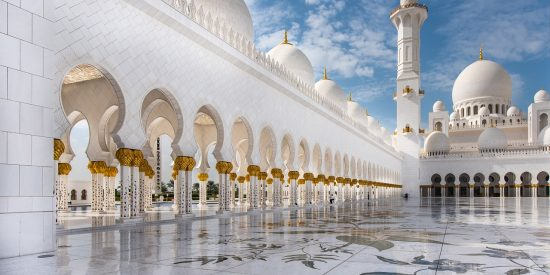 Espectacular imagen exterior de la Mezquita de Abu Dhabi