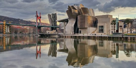 Vistas a la ria y al Museo Guggenheim Bilbao