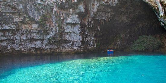 Excursión a La Cueva de Melissani en barca Cefalonia