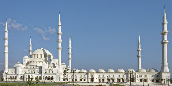 La gran mezquita en Fujairah