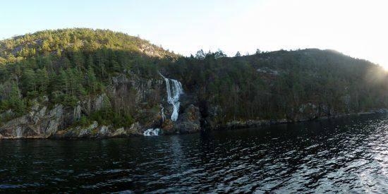 Crucero por los fiordos Noruegos Cascadas