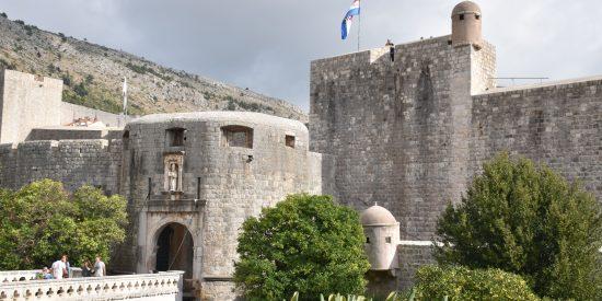 La puerta de Pile y Muralla en Dubrovnik