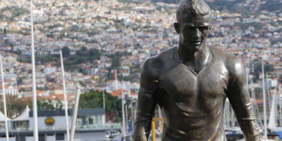 Escultura Cristiano Ronaldo en Funchal Madeira