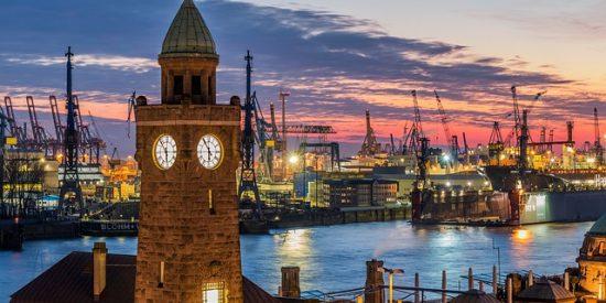 Grúas y puerto de Hamburgo