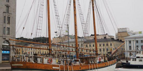 Barco en el hielo en Helsinki