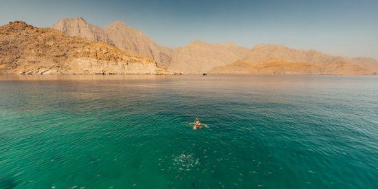 Hacer snorkel en el fiordo de Oman