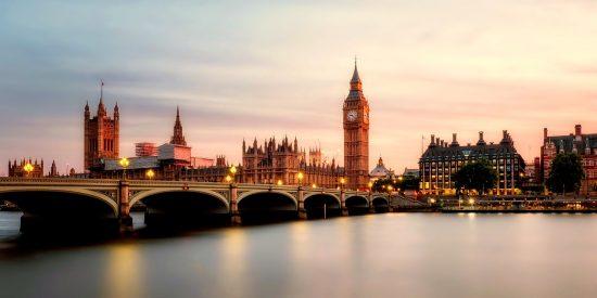 El Big Ben y el palacio de Westminster desde el Tamesis