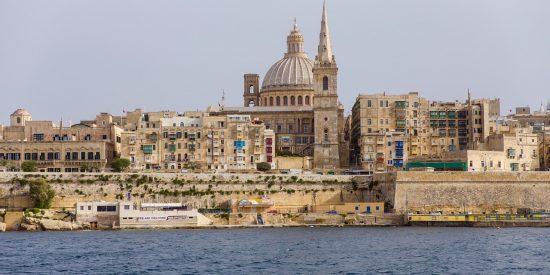Cúpula de la basílica Carmelita en La Valeta en Malta