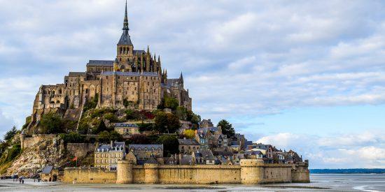 Castillo y muralla del Mont Saint Michel Francia