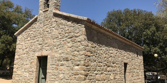 Antigua pequeña iglesia en Olbia Cerdeña