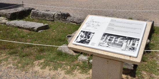 Cartel entrada Olimpia yacimiento arqueológico Peloponeso Grecia