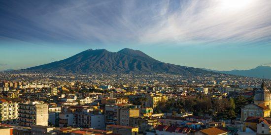 Vista del volcán en Pompeya