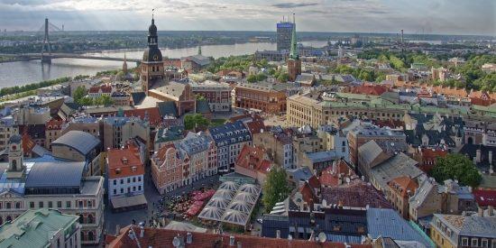 Preciosa vista de Riga Letonia