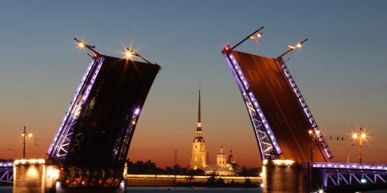 Excursión nocturna Puente del palacio San Petersburgo
