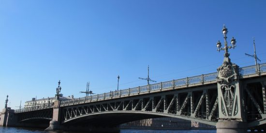 Puente del Palacio en San Petersburgo