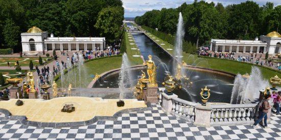 Fuentes del palacio Peterhof San Petesburgo