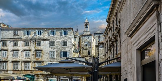 Torre con reloj en Split Croacia