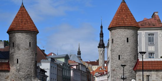 Puertas de Tallin Puerta Viru Estonia