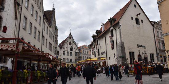 Calles y comercios en Tallin Estonia