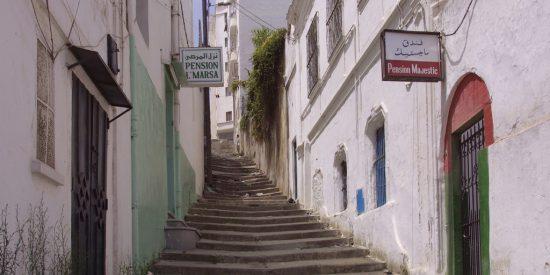 Escalones y calles en Tanger
