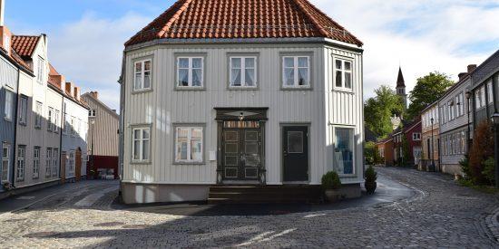 Casas de madera tradicionales en Trondheim Noruega