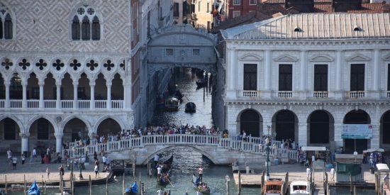 Puentes y arcos en Venecia