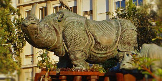 Escultura de Rinoceronte en Ancona