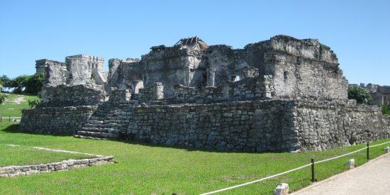 Ruinas Mayas e Iguanas en Cozumel México