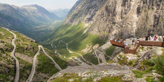 Mirador en el camino de los trolls Andalsnes Noruega