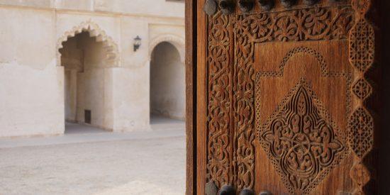 Detalle de puerta ornamentada Bahrein