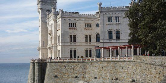 Castillo de Miramar en Triestre Italia Cruceros