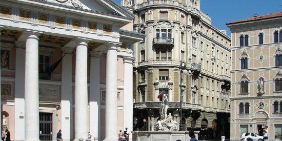 Palacio de la bolsa y el comercio de Trieste