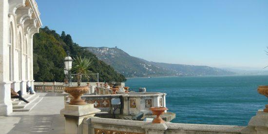 Balcón al mar en Triestre Italia Cruceros Tour
