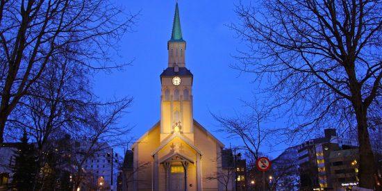 Iglesia en Tromso Nevada